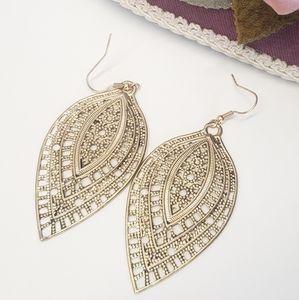 Jewelry - Gorgeous Statement Dangle Earrings